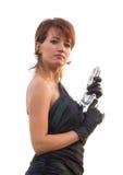 Giovane donna su fondo bianco che tiene una pistola fotografia stock libera da diritti