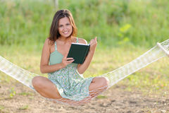 Giovane donna sul hammock Fotografia Stock Libera da Diritti