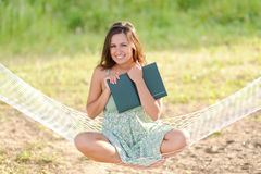 Giovane donna sul hammock Immagine Stock Libera da Diritti