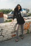 Giovane donna sul tetto Fotografia Stock Libera da Diritti