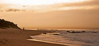 Giovane donna sulla spiaggia Immagine Stock