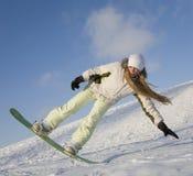Giovane donna sullo snowboard Immagini Stock Libere da Diritti