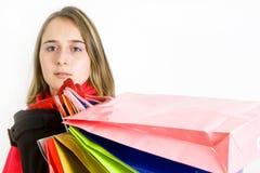 Giovane donna sveglia con i sacchetti di acquisto colorati immagini stock libere da diritti