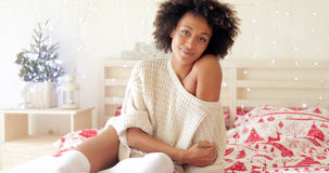 Giovane donna sveglia con un sorriso dolce Fotografia Stock