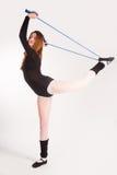 Donna di forma fisica che fa esercizio dell'equilibrio Immagine Stock Libera da Diritti