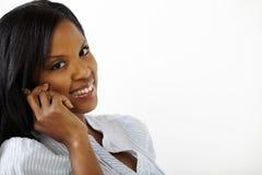 Giovane donna sveglia sul telefono mobile Fotografia Stock