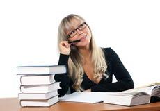 Giovane donna in ufficio fotografia stock libera da diritti