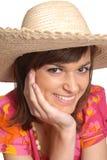 Giovane donna in un cappello di paglia Fotografia Stock
