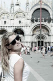 Giovane donna a Venezia Italia fotografia stock
