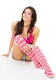 Giovane donna in vestiti chiari dentellare con il grande sorriso s Immagini Stock Libere da Diritti