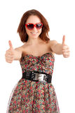 Giovane donna che mostra i pollici su Immagine Stock