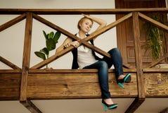 Giovane e bella ragazza nel paese Fotografie Stock