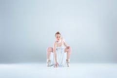 Giovane e bello ballerino di balletto Fotografia Stock