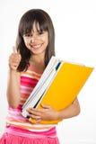 Giovane e ragazza felice della scuola con i libri che mostrano i pollici su Immagine Stock Libera da Diritti