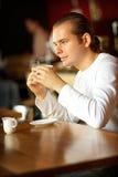 Giovane e tazza di caffè Fotografie Stock