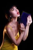 Giovane editoriale di modello castana della foto di modo, modello che posa, lampo misto, velocità lunga Immagini Stock
