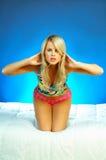 Giovane esercitazione bionda sexy della donna Fotografia Stock