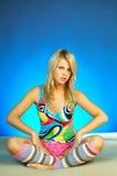 Giovane esercitazione bionda sexy della donna Fotografie Stock
