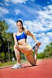 Giovane esercitazione della donna dell'atleta Fotografie Stock Libere da Diritti