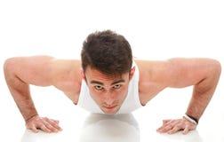 Giovane esercizio del tirante del modello del muscolo di forma fisica dell'uomo di sport di modo   Fotografia Stock