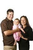 Giovane famiglia con il bambino della holding del padre immagini stock