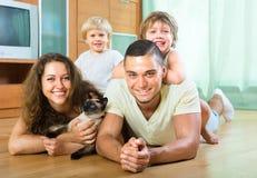 Giovane famiglia di quattro Immagini Stock Libere da Diritti