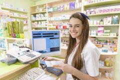 Giovane farmacista femminile Fotografie Stock