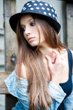Giovane femmina all'aperto Fotografie Stock