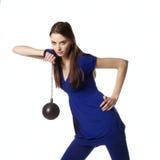 Giovane femmina con il martello di sport che guarda avanti Fotografia Stock Libera da Diritti