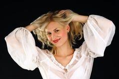 Giovane femmina sorridente attraente fotografia stock libera da diritti
