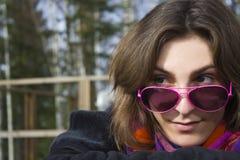 Giovane femmina in vetri di sole dentellare Fotografie Stock Libere da Diritti