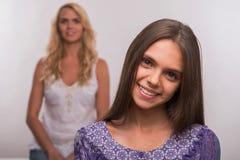 Giovane figlia dell'adolescente e della madre Fotografia Stock