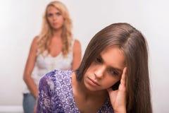 Giovane figlia dell'adolescente e della madre Fotografie Stock Libere da Diritti