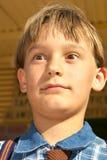 giovane fine del ragazzo sui grandi occhi immagine stock