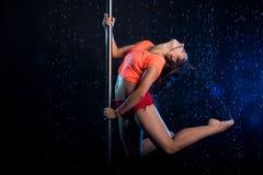 Giovane foto sexy dello studio dell'acqua della donna Immagini Stock