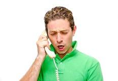 Giovane frustrato sul telefono fotografie stock libere da diritti