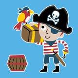 Giovane fumetto del pirata con il forziere royalty illustrazione gratis