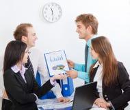 Giovane gente di affari in ufficio fotografia stock