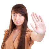Giovane gesto attraente di arresto di rappresentazione della donna fotografia stock