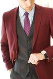 Giovane giacca sportiva maschio di Borgogna Fotografia Stock