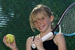 Giovane giocatore di tennis immagini stock