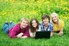 Giovane gruppo di persone dell'allievo sorridente Fotografia Stock Libera da Diritti