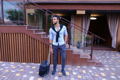 Giovane Guy Arab Businessman Student Came va al ristorante con l'Unione Sovietica immagine stock
