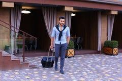 Giovane Guy Arab Businessman Student Came va al ristorante con l'Unione Sovietica immagini stock libere da diritti