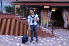 Giovane Guy Arab Businessman Student Came va al ristorante con l'Unione Sovietica fotografia stock
