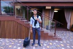 Giovane Guy Arab Businessman Student Came va al ristorante con l'Unione Sovietica fotografia stock libera da diritti