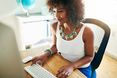 Giovane imprenditore afroamericano alla moda Fotografia Stock Libera da Diritti