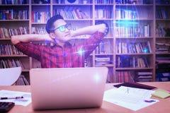 Giovane imprenditore di affari che pensa per le nuove idee di affari Fotografie Stock Libere da Diritti