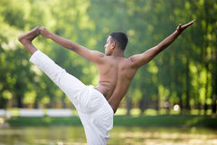 Giovane indiano in asana yogic Immagini Stock