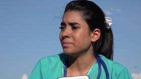Giovane infermiere femminile And Stress video d archivio